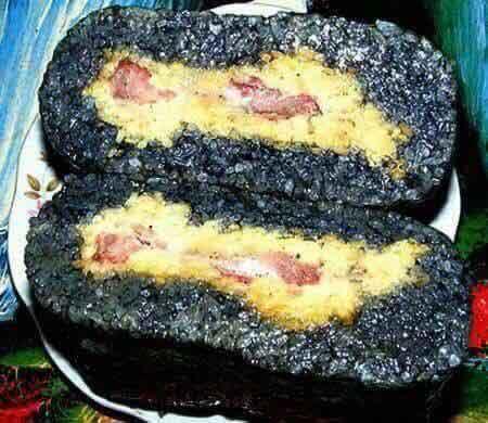 bánh chưng đen lưng gù