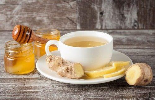 Cách chữa ngộ độc thực phẩm tại nhà - Trà gừng