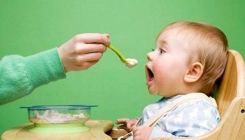 CÓ nên cho trẻ em ăn món ăn từ xương ống