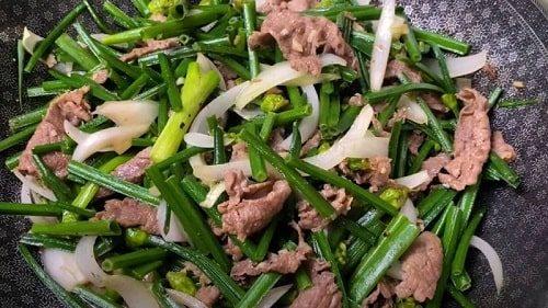 bông hẹ xào thịt bò