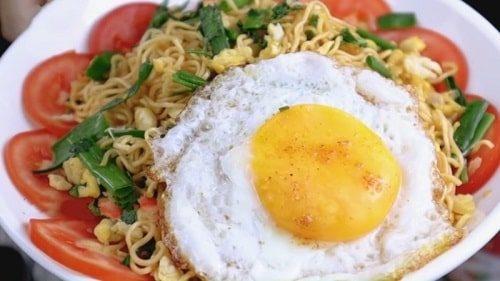 Mì xào trứng